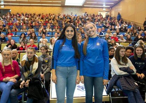 Sheila Nemati (t.v.) og Madeleine Kroondijk fortalte om hvordan de holder seg aktive i fotballmiljøet - uten å spille.