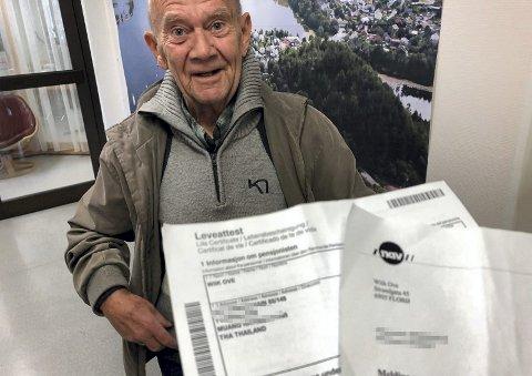 Se, HAN LEVER! Nav ville gjerne vite om Ove Wiik fra Florø er levende. Det er han i høyeste grad. I forkant av at de sjekket om det var fart i Wiik, stoppet de pensjonen hans.FOTO: ARVE SOLBAKKEN, FIRDAPOSTEN