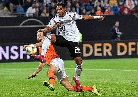 Bayern München-spilleren Serge Gnabry er en av nye spillerne som Joachim Löw nå bygger sitt Tyskland rundt. Fredag sendte Gnabry Tyskland i ledelsen hjemme mot Nederland, men det endte tilslutt med 2-4 tap for Tyskland. Foto: Fabian Bimmer (Reuters)