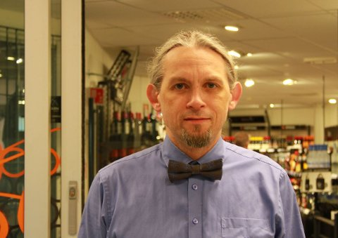 Butikksjef: Torfinn Jåsund på Vinmonopolet Randaberg er ikke bekymret selv om et nytt pol kan etableres ikke så langt unna Randabergs kommunegrense.