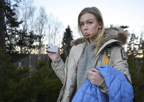 Dyr jakke: - Jeg gråt, jeg. Så mye ønsket jeg meg den jakka, skriver 18-åringen Anna Hofton i sitt innlegg om Parajumpersjakker til den nette sum av 11.500 kroner. Nå lurer hun på hvordan hun kunne kjøpe disse jakkene. Hun er i dag flau over å eie og bruke dem.