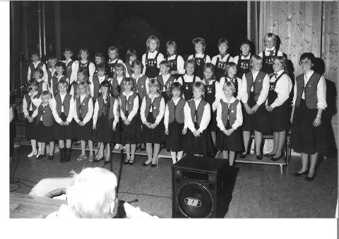KONSERT: Eggedal barnekor med gjester i november 1986.