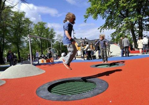 SAMLINGSSTED: Bragernes Park i Drammen trekkes fram som et flott møtested for både unge og voksne, mener Geir Holen. Han håper Modum vil etablere noe lignende.