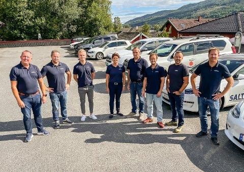 STOR GJENG: Saltdalshytta BVT AS har blitt en stor gjeng. På bildet ser vi Espen Tangerud (f.v.), Anders Bjerregaard, Sondre Aasmundrud, Lotta Andersen, Per Terje Larsen, Lars Fosnæs, Rolf Erik Haug og Eystein Ranheim.