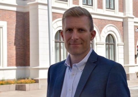REAGERER: Kommuneoverlege John David Johannessen var ikke fornøyd med mye av det han så av brudd på smittevernregler på byen denne helga.