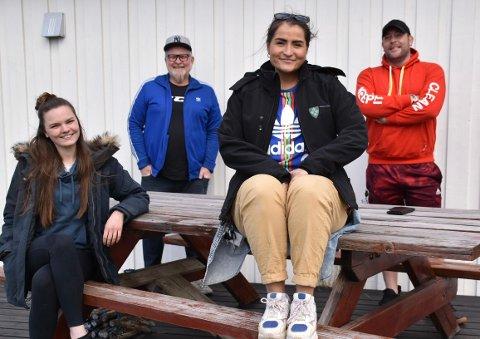 SLT teamet i kommunen, med SLT koordinator og miljøterapeuter, består av fra venstre Jenny Kristoffersen, Per Øivind Gundersen, Johanna Huth og Terje Rustand. Gruppa vet godt hvordan de unge har det etter mer enn et år med korona: - Det omhandler den psykiske helsen, og det er mye kjedsomhet. De føler seg ensomme og vi merker at de har et større behov for å prate, sier Johanna. - Mens drømmen før var å dra på Strømmen storsenter for å shoppe, så er den nå bare å komme seg ut og få prate, sier Per Øivind.