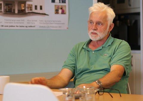 UROLEGE FOLK: Jan Helge Dale, smittevernoverlege i Kinn, har fått ei rekkje telefonar frå bekymra folk dei siste dagane.