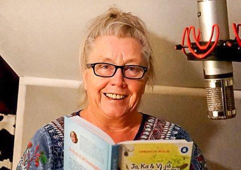 """PROPELL: Christin Holm, eller Tante Propell som ho kallar seg, kjem til Florø for å sjå """"babyen"""" sin, Prinsesse Tannlaus i Eventyrskogen bli sett opp i Florø for første gong."""