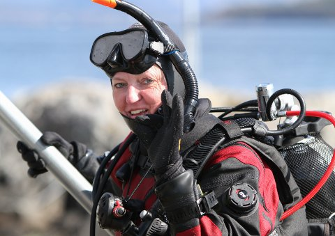SERTIFISERT: Ingeborg Eldevik er no sportsdykkar klar for å utforske livet i sjøen.