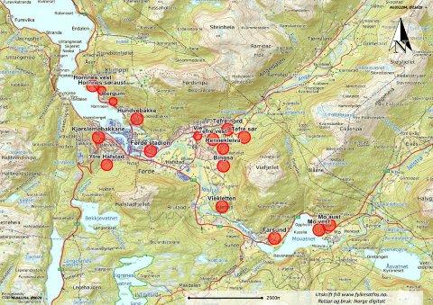 STORT POTENSIAL: Her har Førde Tomteselskap plotta inn på kartet områda som dagleg leiar Gisle Stafsnes meiner kan sette fart i tomteutviklinga i Førde.