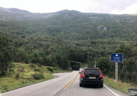 STENGER: Natt til torsdag 20.august og fredag 21.august blir Fjærlandstunnelen stengd i fleire periodar.