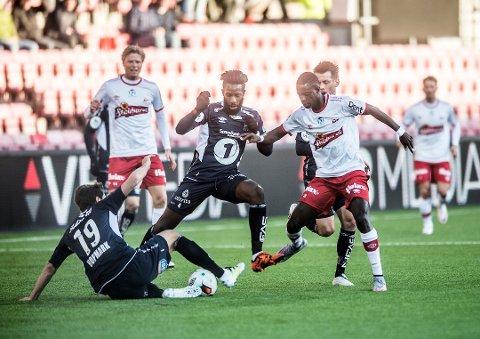 Senegaleseren Bocar Seck i aksjon mot FFK på stadion i 2016, i en kamp Kristiansund vant 1-0. Nå er han på prøvespill for rødbuksene.
