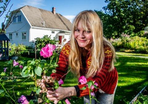 SAMSTEMTE POLITIKERE: Mona Vauger mener det er fint at alle partiene gikk sammen om brevet som er sendt til hytteeierne i kommunen.