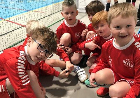 GUTTA: Angel (7), Liam (7), Christian (6), Erik (7), Walter (6), og Aksel (6) hadde det moro på Big Cup. I tillegg hadde Trosvik-gutta de barskeste  skrubbsårene.