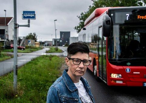 Sint kunde: Anne Cathrine Dahl er ike særlig fornøyd med at bussen kjører forbi henne uten å ta henne med på linje 7 i Tomteveien.