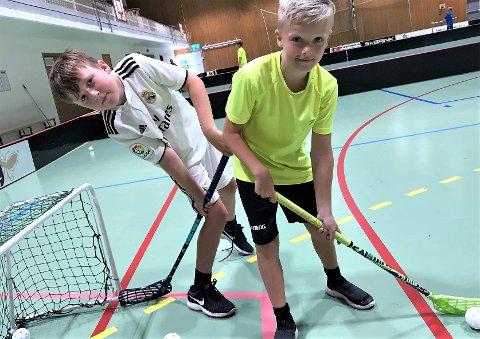 """LAGKAMERATER: (f. v.) Mathias Davidsen (10) og Emilio Veel (10 år og """"en måned mer enn Mathias"""") vil ha flere lagkamerater."""