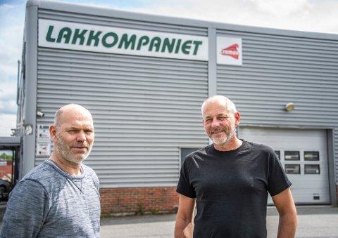 Ansatt Knut Erik Rodin (til venstre) og daglig leder Rune Mikkelsen kan glede seg over at Lakkompaniet leverte et godt 2020-resultat.
