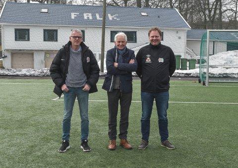 FOTBALLSKOLE. Jan-Eddie Hansen, Per Enholm og Benny Nielsen håper det finnes noen der ute som vil hjelpe de med å arrangere gratis fotballskole til sommeren.