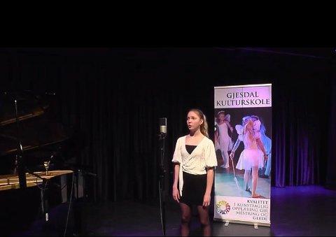 Kaisa Utsola Kvanvik synger driver med klassisk sang. Det har hun gjort de siste tre årene.