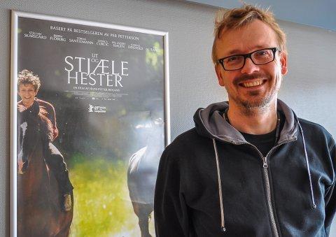 FILMSNAKK: Torstein Nybø ser entusiastisk fram til filmpremiere og filmsnakk med Hans Petter Moland søndag.