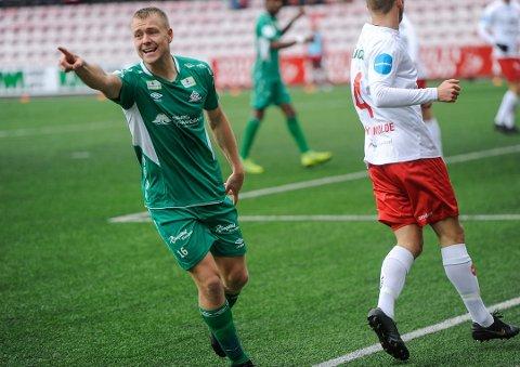 PEKER UT NY KURS: Filip Westgaard studerer i Oslo og har trent med flere klubber i og rundt hovedstaden. Men han vet fortsatt ikke hvor han spiller i 2020.