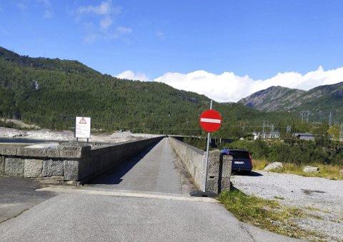 Skjeggedal: Innkjøring forbudt over demningen. Foto: Privat