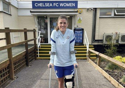 Landslagskaptein Maren Mjelde må følge Chelsea sin titteljakt fra sidelinjen. – Jeg er fast bestemt på å komme tilbake enda sterkere enn jeg var, sier Mjelde.