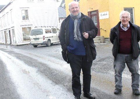 Skuffelse: Hans Pedersen (t.v.) og Dag Utnes i Sjøgatas Vel i Sjøgata. Foto: Jon Steinar Linga