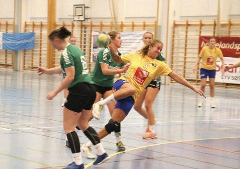 Ida Brinchmann Styve har søkt på stillingen som lærer i Alstahaug kommune. Her er hun i full gang med å score for SILs damelag.