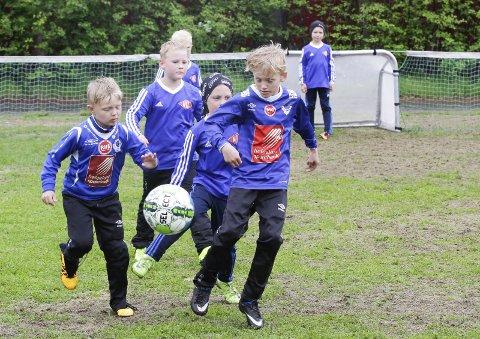 INGEN AKTIVITET: Det blir ingen aktivitet for medlemmene i Mosjøen IL Fotball med det første. Nå ber klubben om at medlemmene betaler kontingent og treningsavgift likevel. Foto: Per Vikan