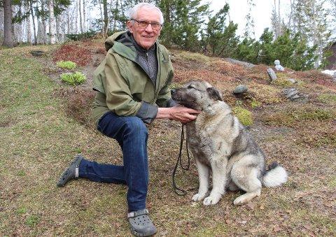 RADARPAR: Kåre Hattfjelldal og Sarek, en ti år gammel elghund med velutviklet nese for elgkadaver.