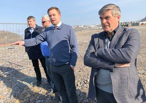 Alf E Jakobsen,  Hammerfest FrP Arne Myrseth, statssekretær Allan Ellingsen, Rune Holmen, Alta FrP Stig Rune Heitmann var tidligere i år i Hammerfest for å se på infrastrukturen.