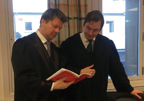 Advokat Bjørn André Gulstad og Alexander Nyheim Jenssen er mannens forsvarere.