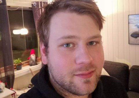 – EN HJERTEVARM PERSON: Stig Erling Hansen (29) startet en innsamlingsaksjon for sin gode venn Kollfinn Olsen, som døde i båtbrannen i Båtsfjord. Han sier at pengene skal gå til begravelsen og til de etterlatte til Kollfinn.