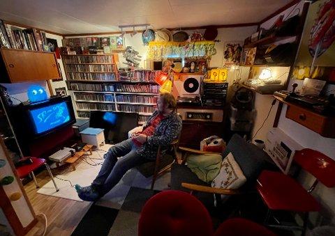 NOSTALGI: Tommys hus er fylt opp av gode minner gjennom fire tiår, arvegods og bruktkjøp.