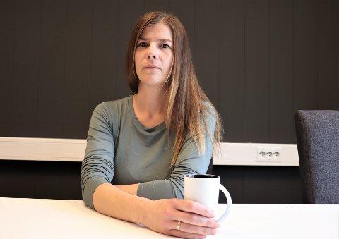 Tobarnsmoren Eline Bergquist har fått nok. I 11 år har hun forsøkt å komme gjennom til Alstahaug kommune slik at sønnen Lucas som har epilepsi kan få leke med venner slik som andre funksjonsfriske barn kan. Lucas er nå 12 år, og fortsatt er ingenting på plass. - Nå er det nok sier Eline.