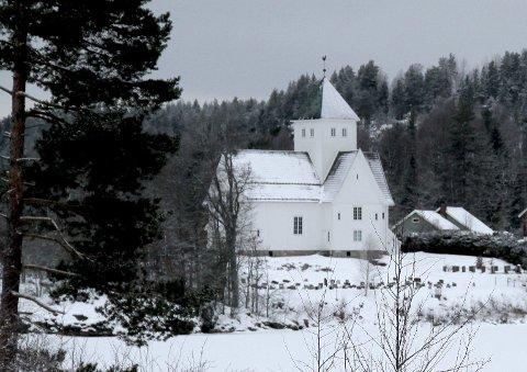 VINTERKALD: Oppvarmingen er en utfordring her i Eidsfoss kirke. Foto: Lars Ivar Hordnes