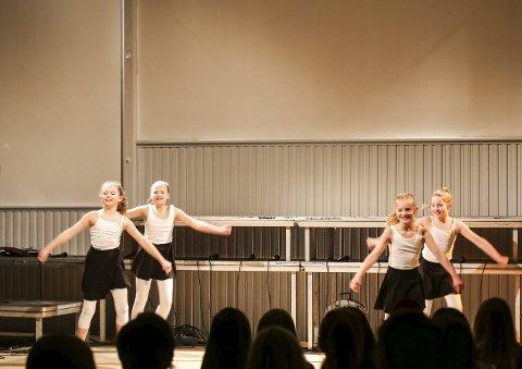 Trio pluss 1: Johanne Rist Brekka (t.v.), Hannah Lønne Lundgren, Aurora B. Riise og Mathea Solum Tou.