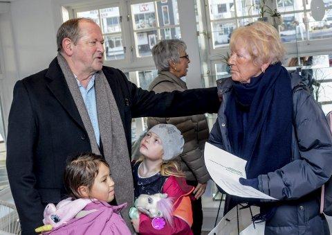 Søsken: Thorvald Lund Hansen hilser på storesøster Eva, best kjent som «Dusse».