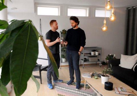 Erik Stokkeland i Futurehome og Knut Bremer i Pilares Eiendom var de første til å tilby smart hjem-konsept i Kongsberg. FOTO: CATO MARTINSEN