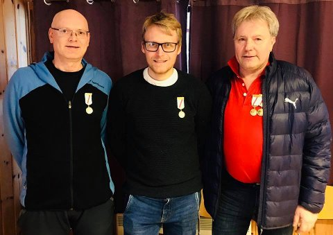 MESTER: Kim-André Aannestad Lund flankert av Gunnar Halbjørhus (t.v.) og Tor Jarle Nystuen. FOTO: GOL OG ØDEGÅRDEN SKYTTERLAG