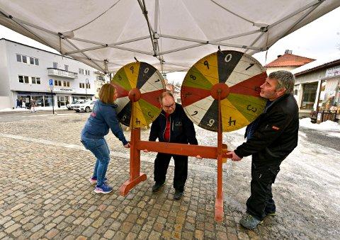 TRÅR TIL IGJEN: Liv Nørdsti, Roger Haugen og Jostein Kristiansen (t.h.) er klare for ny Mini-Marken på Nytorget i slutten av februar.