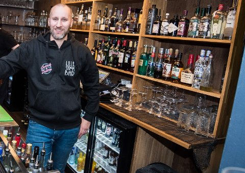 Fornøyd: Driver og eier av Lille Strøm bar, Kenneth Faanes.