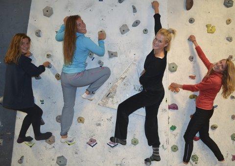 Flott hverdag: Gina Mølnvik, Anna Meling Sæther, Amalie Karevold og Nora Apelgren stortrives på Lofoten folkehøgskole som har investert nærmere 50 millioner kroner de siste 10 årene. Foto: John-Arne Storhaug