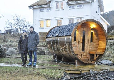 Drivere: Ekteparet Guri Jentoft og Kristian Bøe driver HattvikaLodge. I starten kun på hobbybasis. I sommer flyttet de fra Oslo til Lofoten for å drive på fulltid.