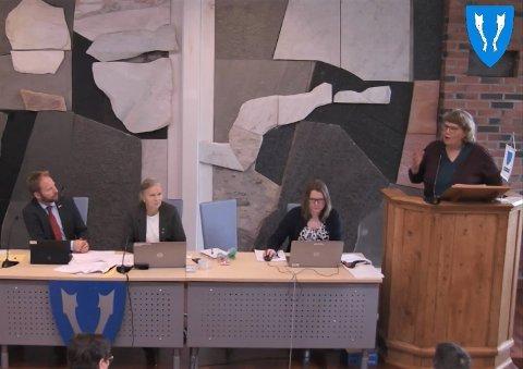 Gry Åland benyttet muligheten til å komme med innbyggerspørsmål til ordføreren i tirsdagens kommunestyremøte i Vestvågøy. Vannledning til Ytre Borgfjord og Borgvåg var temaet.
