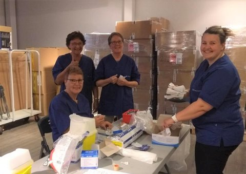 Vaksinatørene Jill Andreassen, Elisabeth Torbjørnrød, Margareth Jensen og Renate Romuld var kjempefornøyd med responsen på «pop up-vaksinestasjonen» i det gamle lokalet til Nille på Lofotsenteret.