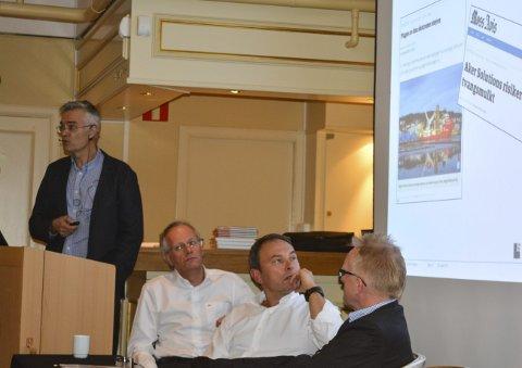 «UNNTAK»: Martin Kristiansen (f.v.) ved Aker Solutions Moss talte til blant andre Geir Hellum i Wärtsilä, Hans J. Gulland i Promens og Terje Gorm Hansen i Hansen Protection.