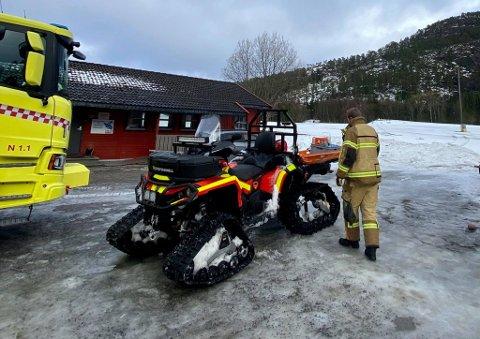 Praktisk: Med den beltegående ATV-en fraktet seks brannmenn fra Namsos brann og redning de uheldige turvenninnene ned fra fjellet.