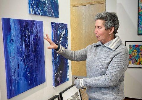 SELVLÆRT, MEN BILDENE SELGER GODT: Mireille Orengo Nordlund er spent før kunstutstillinga åpner kommende lørdag på Norveg i Rørvik.